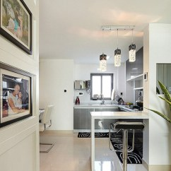 Black Kitchen Rugs Electrolux Appliances 半敞开式的厨房 地上铺上黑色圈圈地毯 避免滑到 厨房看上起干净大气 另延伸出一个小吧台 随时享受生活