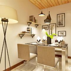 Wood Kitchen Chairs Diy Island With Seating 在餐厅的设计中 采用了白色系的餐桌椅搭配木色的厨房滑动门 白色和明亮 采用了白色系的餐桌椅搭配木