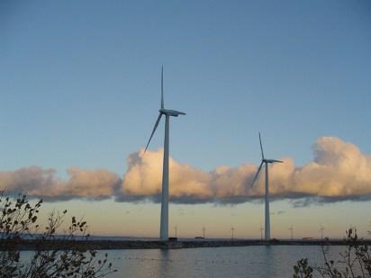 Skyen bag vindmøllerne på Øresund - på vej mod Finland? Foto: Thurston Magnus