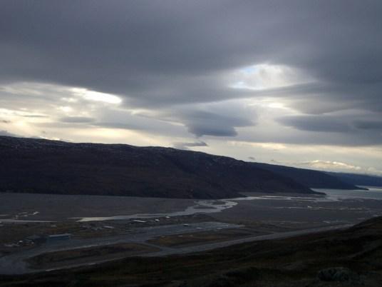 Skyen i Salvador Dalisk-positur over Kangerlussuaq / Søndre Strømfjord.