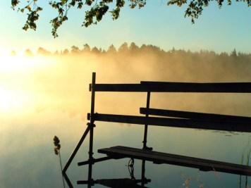 Skyen stiger op af søen ved Kosta Boda, Sverige.Foto: Jasmin S.