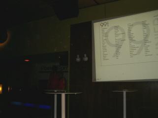 Opførelse af 99 Linier live på Ideal Bar i Vega