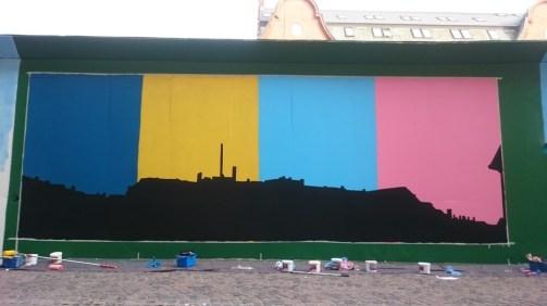 Så er silhuetten af byen malet færdig.