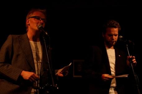 Frederik Bjerre Andersen og Jonathan Nielsen med Løwert-trøjer under jakkerne