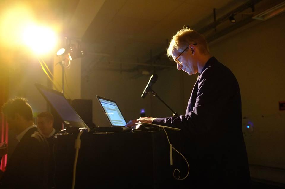 Her er jg midt i spontanskrivningen på arrangementet SalonI under innovationsfestivalen AfsnitI i Hørsholm