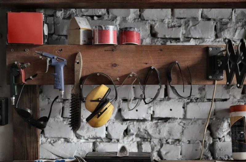 men DIY tool house