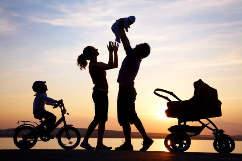 silhouettes-of-parents-and-kids