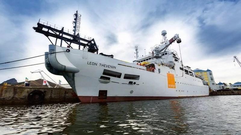 undersea cable repair ship