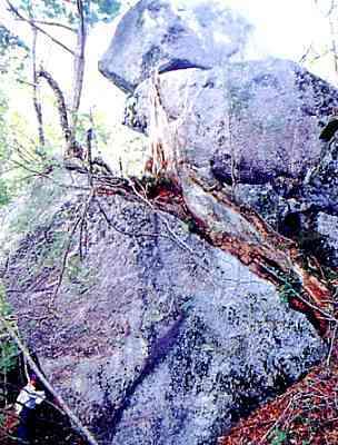 秘境中の秘境!粒良岩