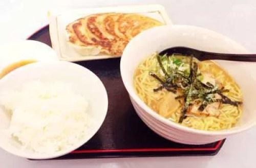 大分のラーメンランキング⑨餃子専門店のラーメン「餃子のランプ」