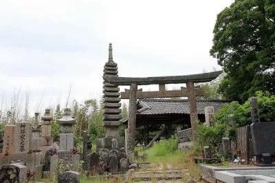 京都の心霊スポット②古い土葬の墓が並ぶ「千日墓地」