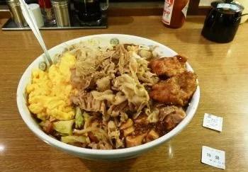 茨城県のデカ盛り⑩このボリュームが学生価格で!ランラン『Big丼』