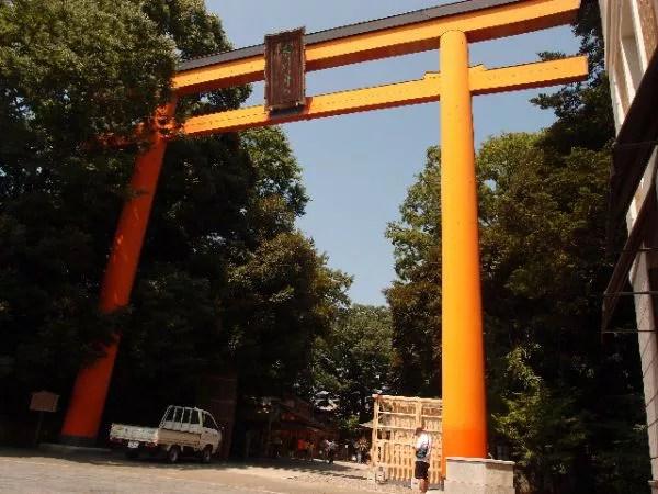 ⑤圧巻の大きさ!日本最大の木製の鳥居