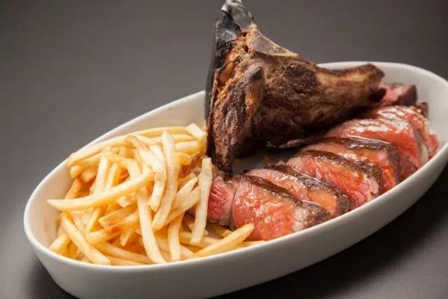 軽井沢ステーキランキング⑩暖炉焼きの絶品牛を楽しめる「ピレネー」