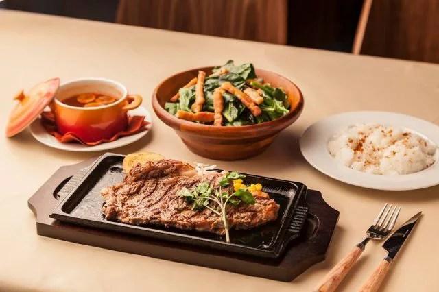 軽井沢ステーキランキング⑧特撰信州牛の霜降りステーキを楽しめる「ステーキハウス」