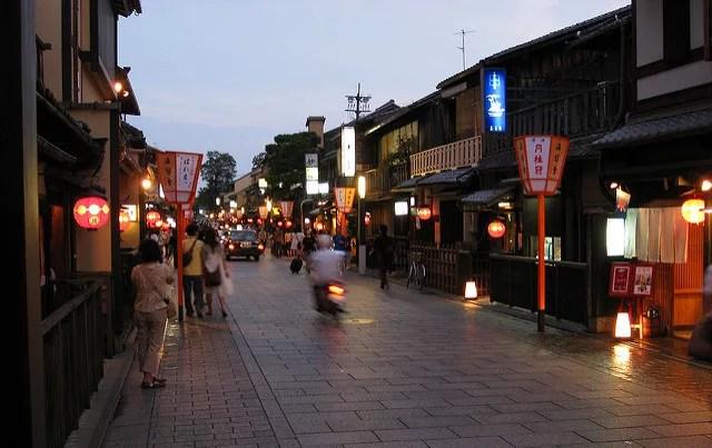 京都夜の観光スポットランキング①夜はしっとりと大人の街に変身【祇園・花見小路】