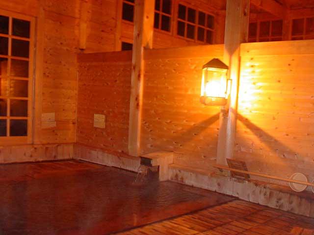 青森県日帰り温泉ランキング④灯りはランプのみを使用「ランプの宿 青荷温泉」