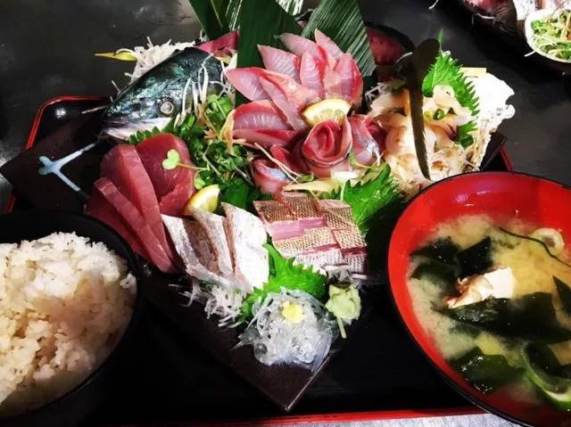 ⑩鮮魚店の横ですぐ食べられる!タカマル鮮魚店 セブンパークアリオ柏店
