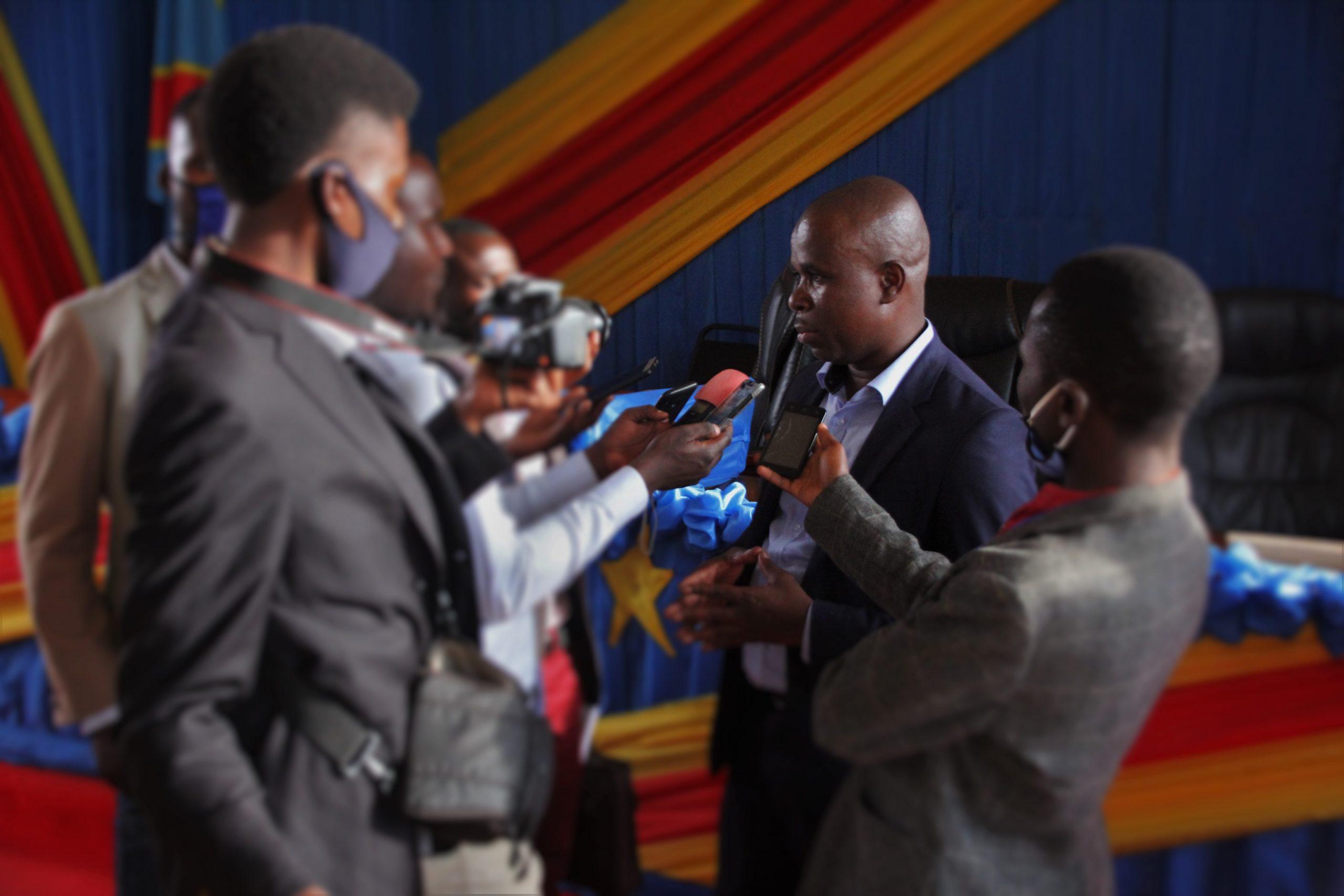 COMMUNE DE MINEMBWE:  Pour le député provincial Homer  BULAKALI, c'est une commune créee et imposée par la hiérarchie de l'armée congolaise et non par la loi du pays.