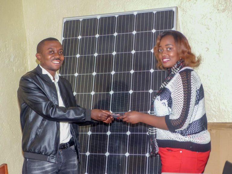 SUD-KIVU : La radio Gorilla fm du Pnkb renforce son énergie grâce à  un don de l'organisation Kivu Terra Nova.