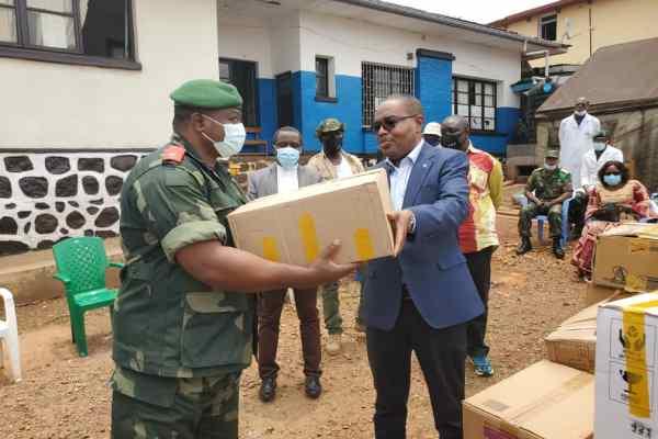 Bukavu : Une ambulance et un important kit médical remis à l'hôpital militaire régional.