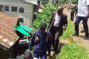 Bukavu : Enfin; la mairie décide de transformer en mitraille son camion anti-incendie suspendu sur la maison de la famille Musege.