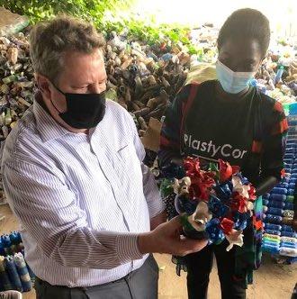 Sud-Kivu : L'ambassadeur des Etats-Unis Mike HAMMER surpris par le travail de  l'entreprise PLasticor