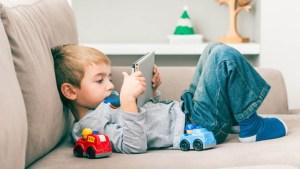 5 Penyebab Anak Kecanduan Gadget Beserta Cara Mengatasinya