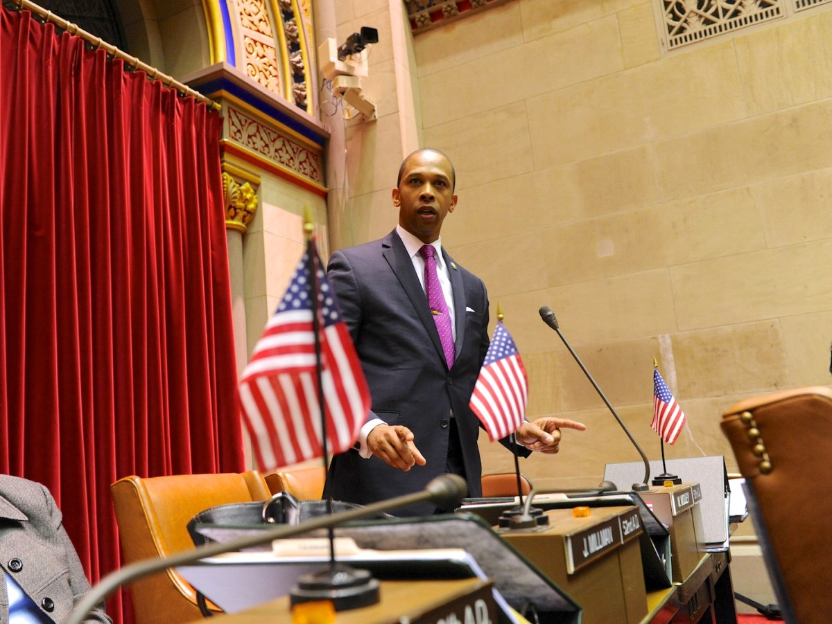 Assemblyman Walter Mosley and State Sen. Daniel Squadron propose Retail Anti-Profiling Act