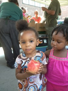 Children at Marcy Plaza Farmers Market