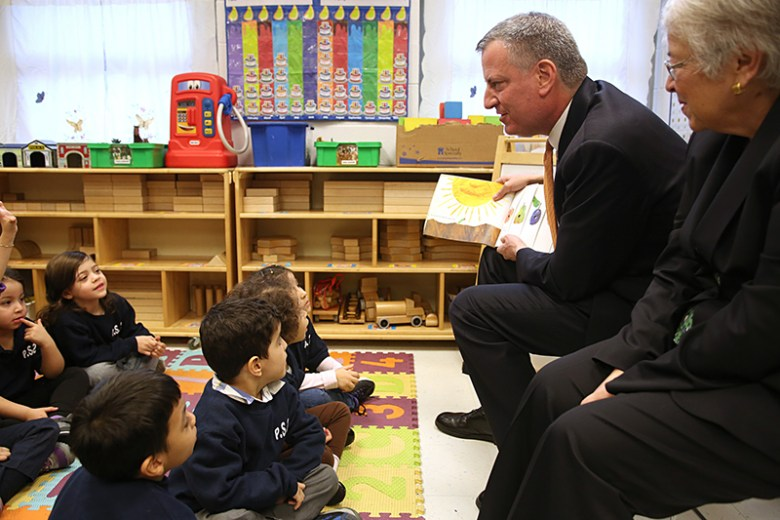 Mayor Bill de Blasio and Schools Chancellor Carmen Farina read to pre-schoolers during their first day at school