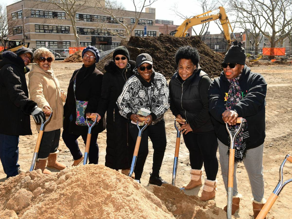 Betsy Head Park will get a full makeover complete with new basketball courts, a teen fitness parkour, a skate park and more.
