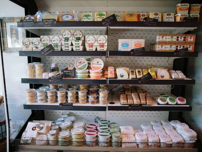 Riverdel carries one of the largest selection of vegan cheeses in the city, coupled with fresh breads,pastries and vegan gourmet food.