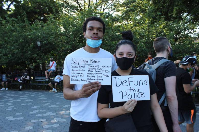 Hanief Dykes and Mellany Heras were handing out free water at the vigil. Photo: Anna Bradley-Smith for BK Reader.