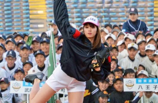 稲村亜美 始球式 騒動