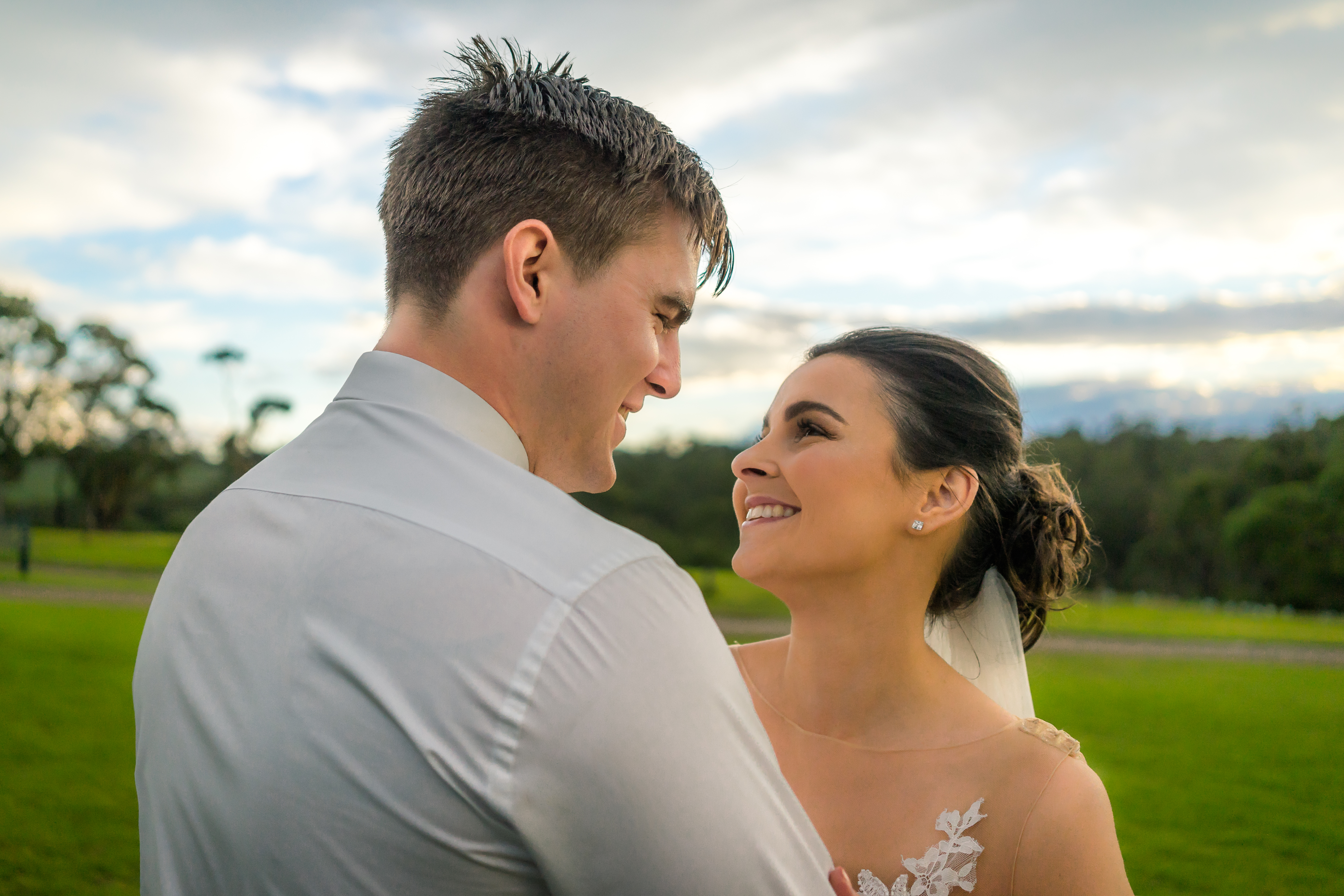 this happy groom look at her beautiful bride at their wedding day captured by photographer