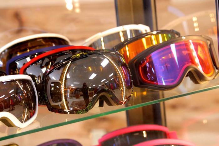 ski-goggles-davis