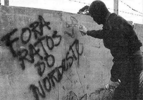 """Neo-nazi grafittii: """"Out with the rats from the northeast"""""""