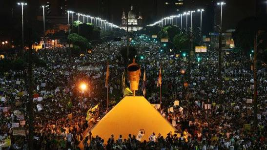 Demonstration in Rio de Janeiro: view from Zumbi monument