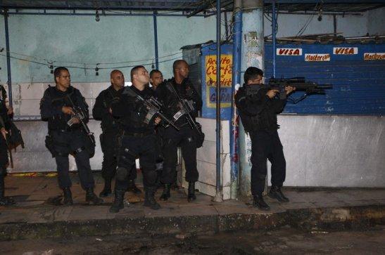 Ao menos nove pessoas morreram após ação do Bope (Batalhão de Operações Policias Especiais) no Complexo do Maré, zona norte, desde a noite de segunda-feira (24) até as 11h desta terça (25).