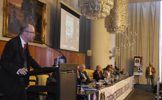 Luiz Barretto of Sebrae addresses the audience