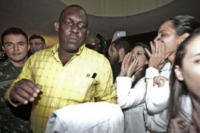 Cuban doctor Juan Delgado arrives in Fortaleza, Brazil to the sound of boos