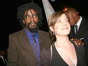 Popular singer Seu Jorge and his woman at the 2005 Troféu Raça Negra (Black Race Awards)