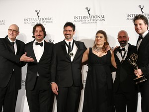 """""""Lado a Lado"""" wins Emmy - actor Thiago Fragoso, writers João Ximenes Braga and Claudia Lage and director Vinicius Coimbra at the Emmy Awards in New York"""