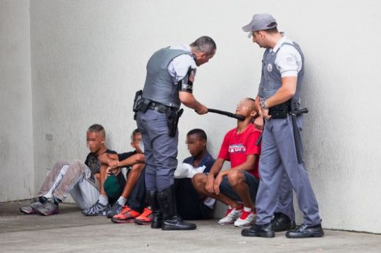 Young people being interrogated by Military Police at the Itaquera shopping mall