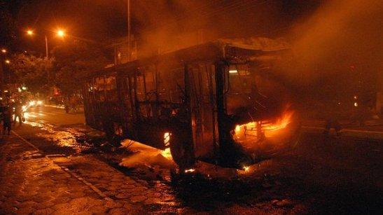 Bus set on fire in the João Paulo neighborhood of São Luís