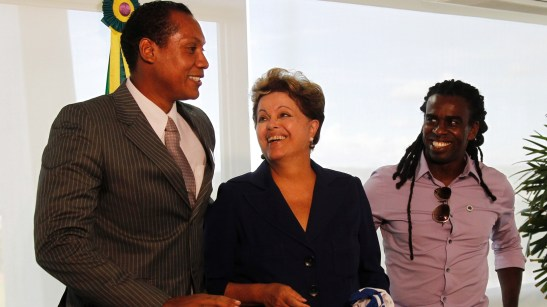 On Wednesday, President Dilma Rouseff recently met with referee Marcio Chagas and player Tinga in the Presidential Palace, the Palácio no Planalto in Brasília. The two were recent victims of racist acts in soccer matches