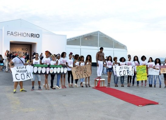 Protest in front of Fashion Rio