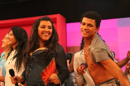 Esquenta host Regina Casé with slain dancer DG on an episode of the program