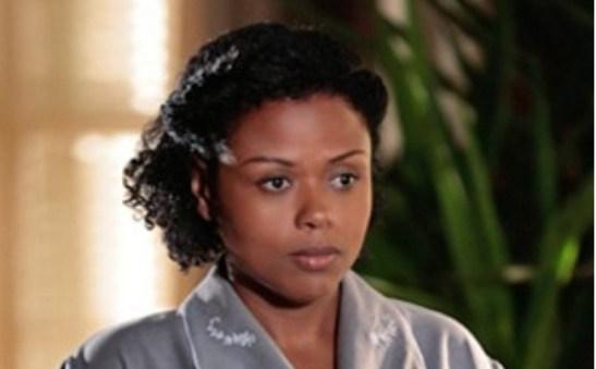Carla Cristina Cardoso plays Ivi, another maid (Em Família)